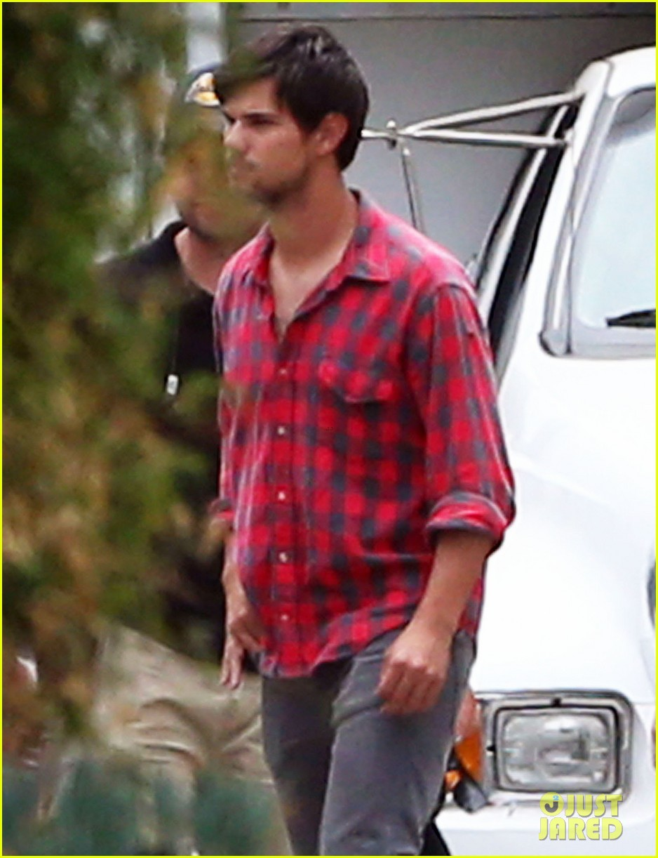 taylor lautner lunch run the tide set 05