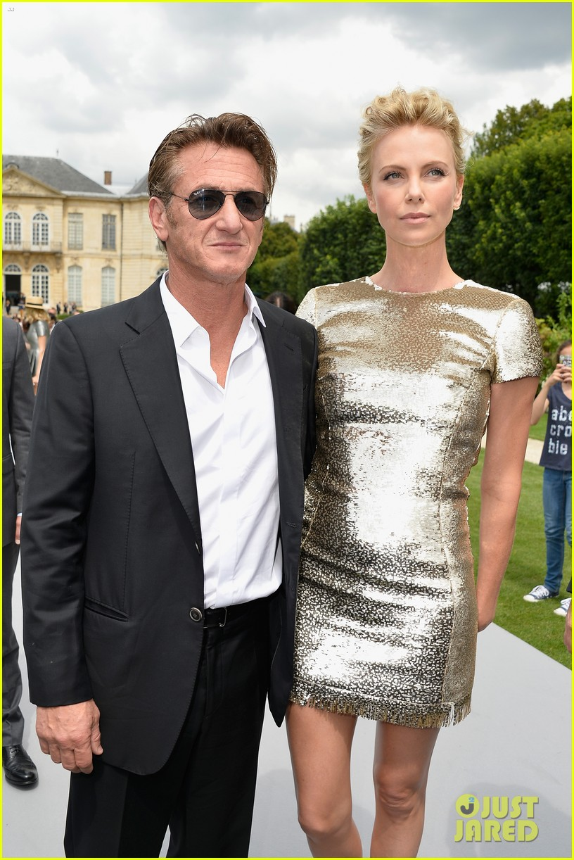 charlize theron sean penn christian dior fashion show 14