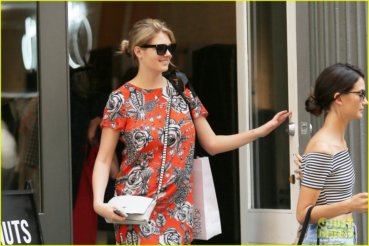kate upton lily aldridge shopping 023149289