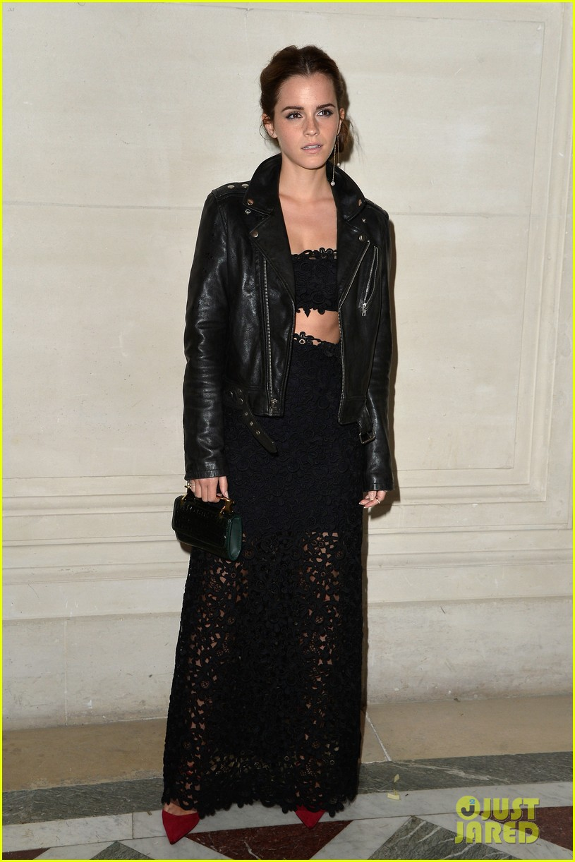 emma watson looks amazing in a crop top for valentino show 08