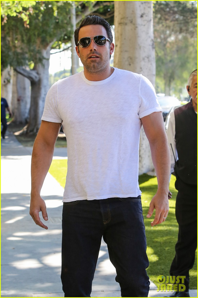 ben affleck helps boost sales for detroit t shirts 12