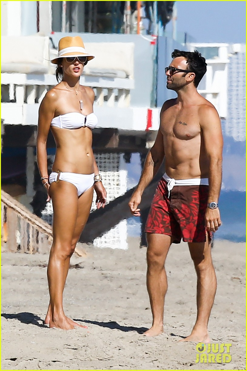 alessandra ambrosio amazing bikini body 02