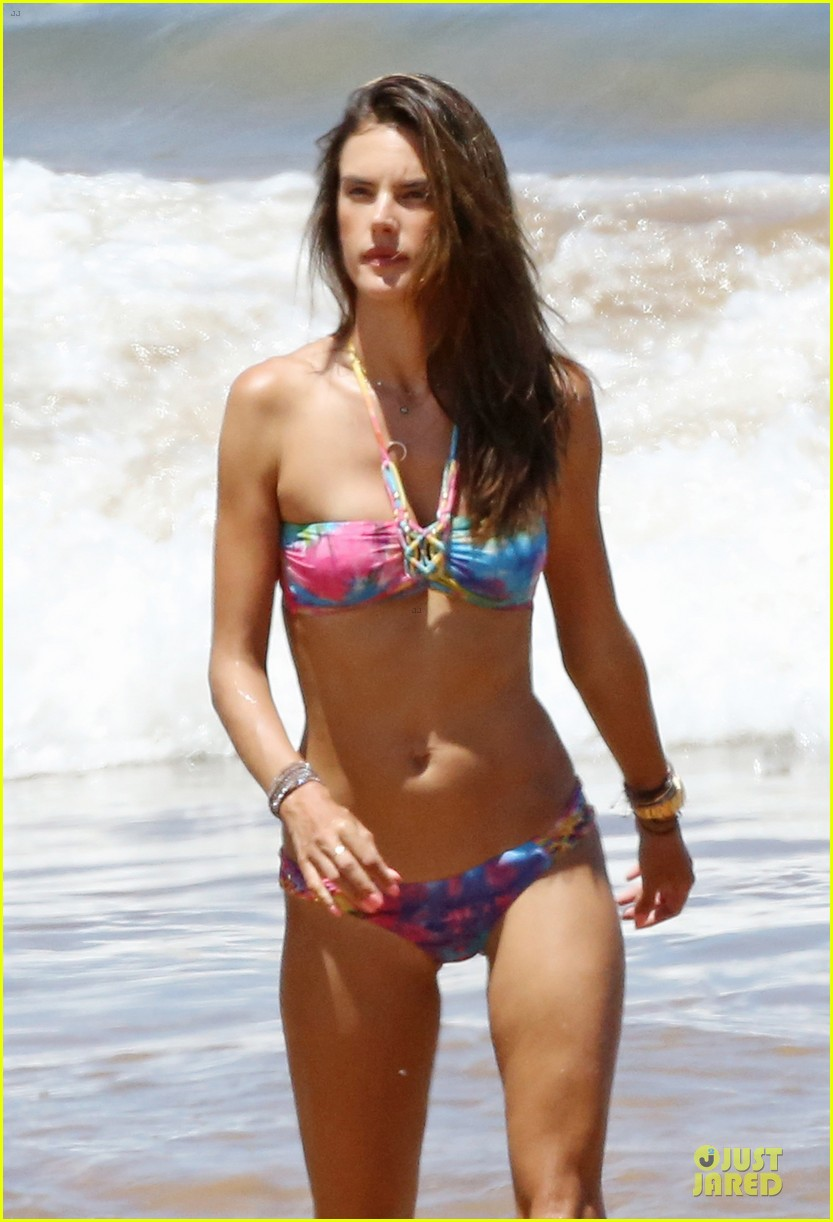alessandra ambrosio captures vacation moments on waterproof camera 023177274