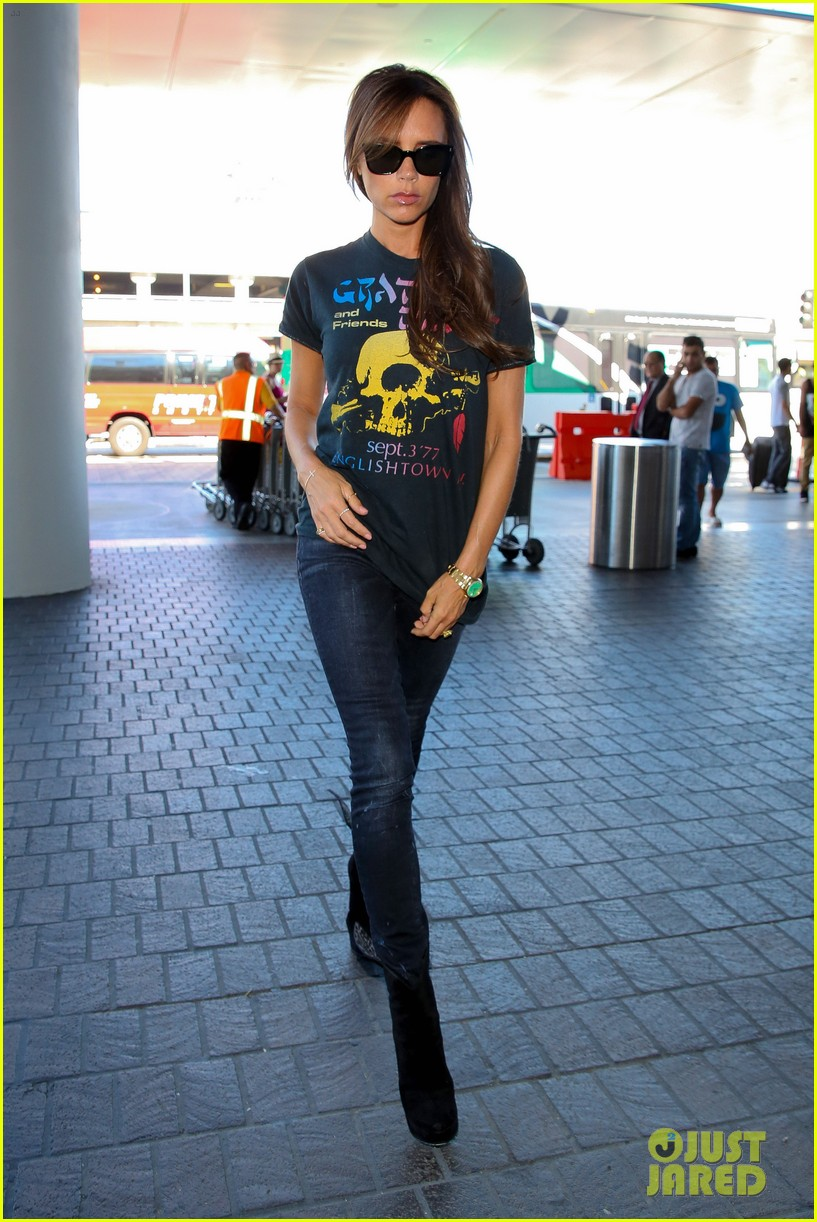 victoria beckham rocks out in grateful dead shirt 01