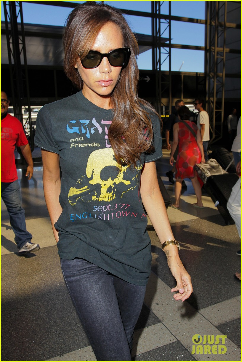 victoria beckham rocks out in grateful dead shirt 043185839