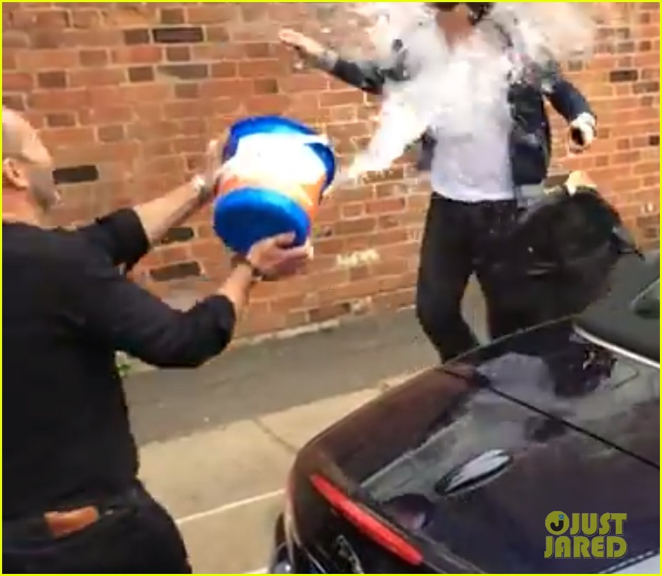 benedict cumberbatch takes ice bucket challenge naked 05