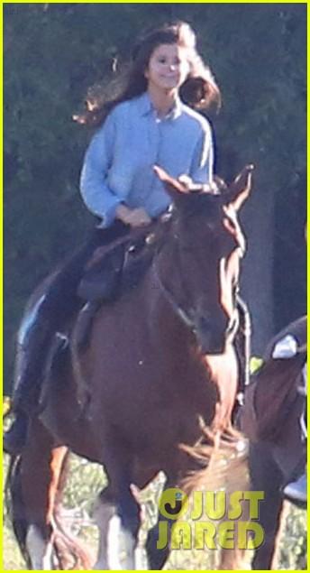 justin bieber selena gomez horse back ride 03
