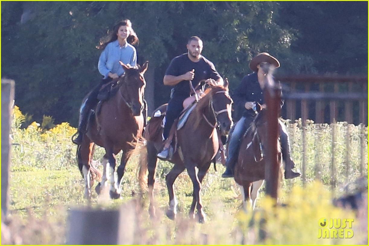justin bieber selena gomez horse back ride 05