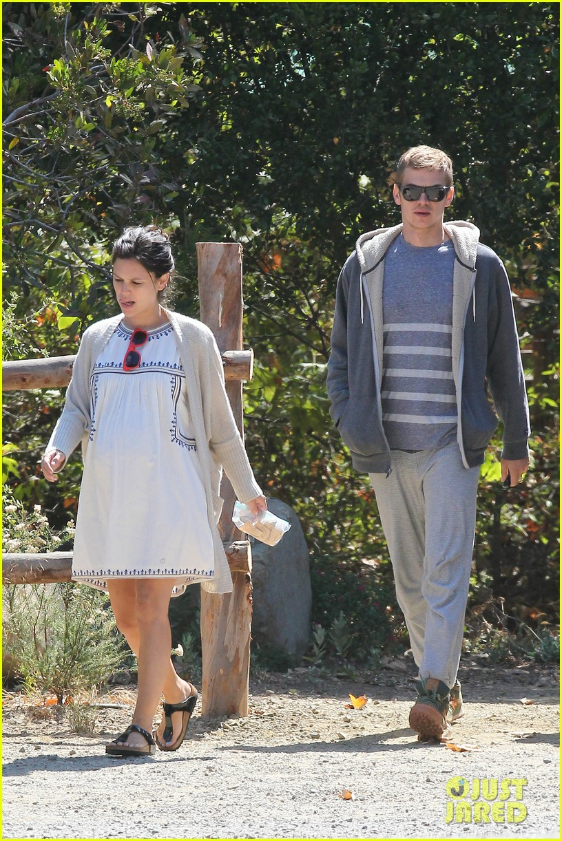 rachel bilson birthday walk trail hayden christensen 073183584