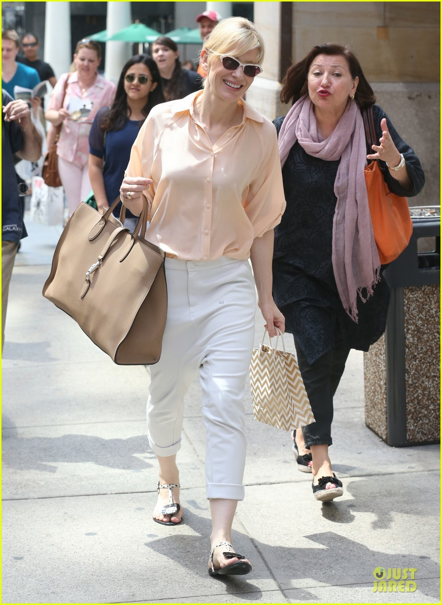 cate blanchett pulls a justin bieber with drop crotch pants 093177575