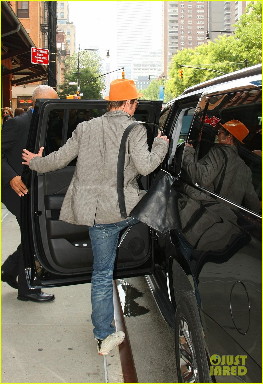 brad pitt wears his favorite orange hat nyc 05