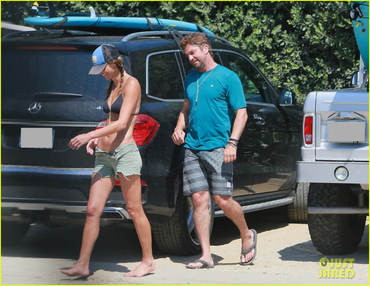 gerard butler cant keep his hands off his mystery girl 123183110
