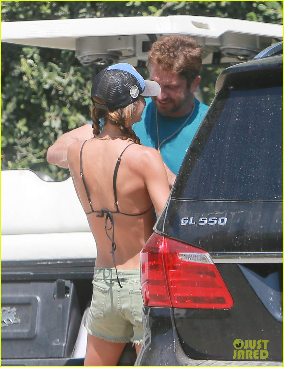 gerard butler cant keep his hands off his mystery girl 23