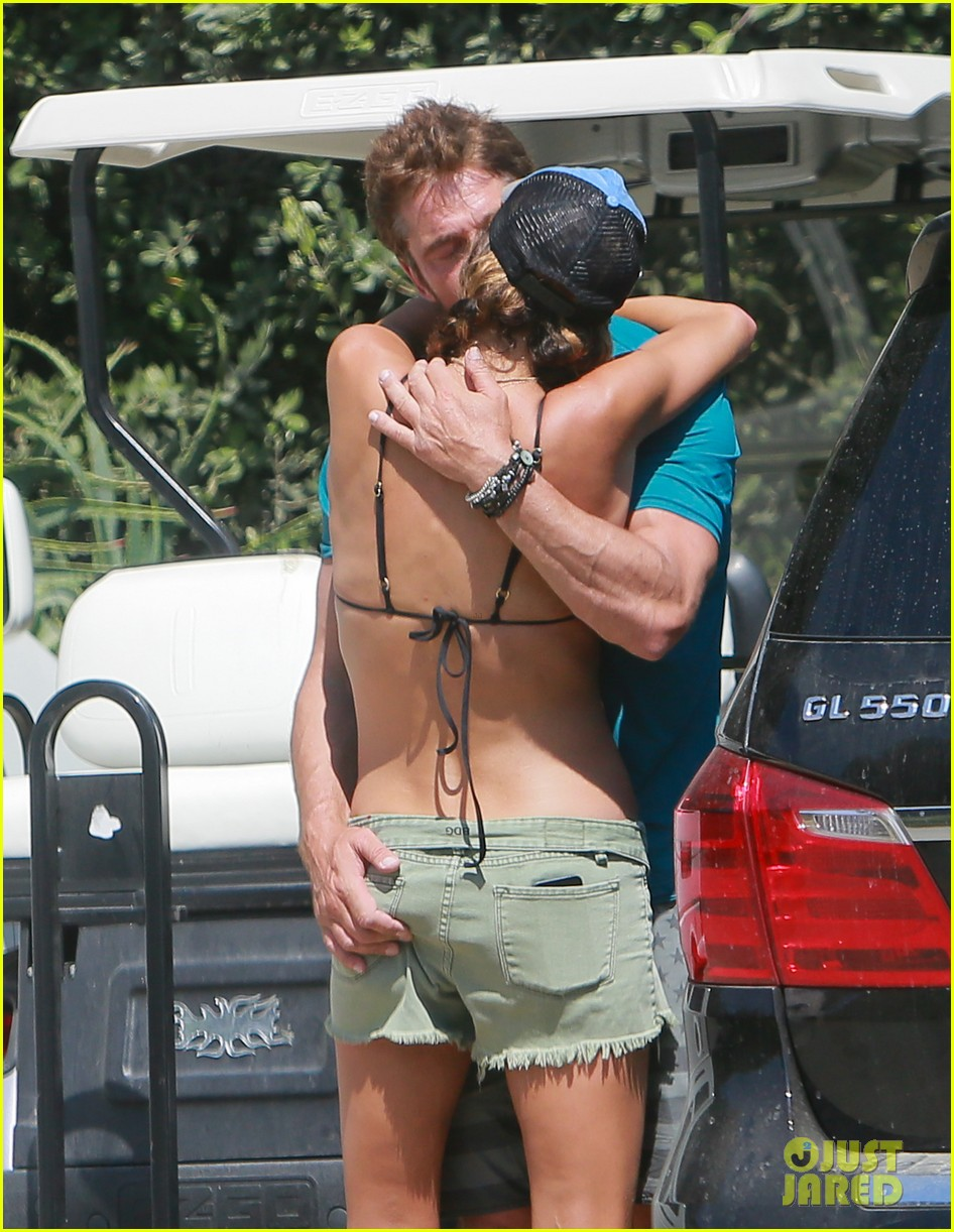 gerard butler cant keep his hands off his mystery girl 44