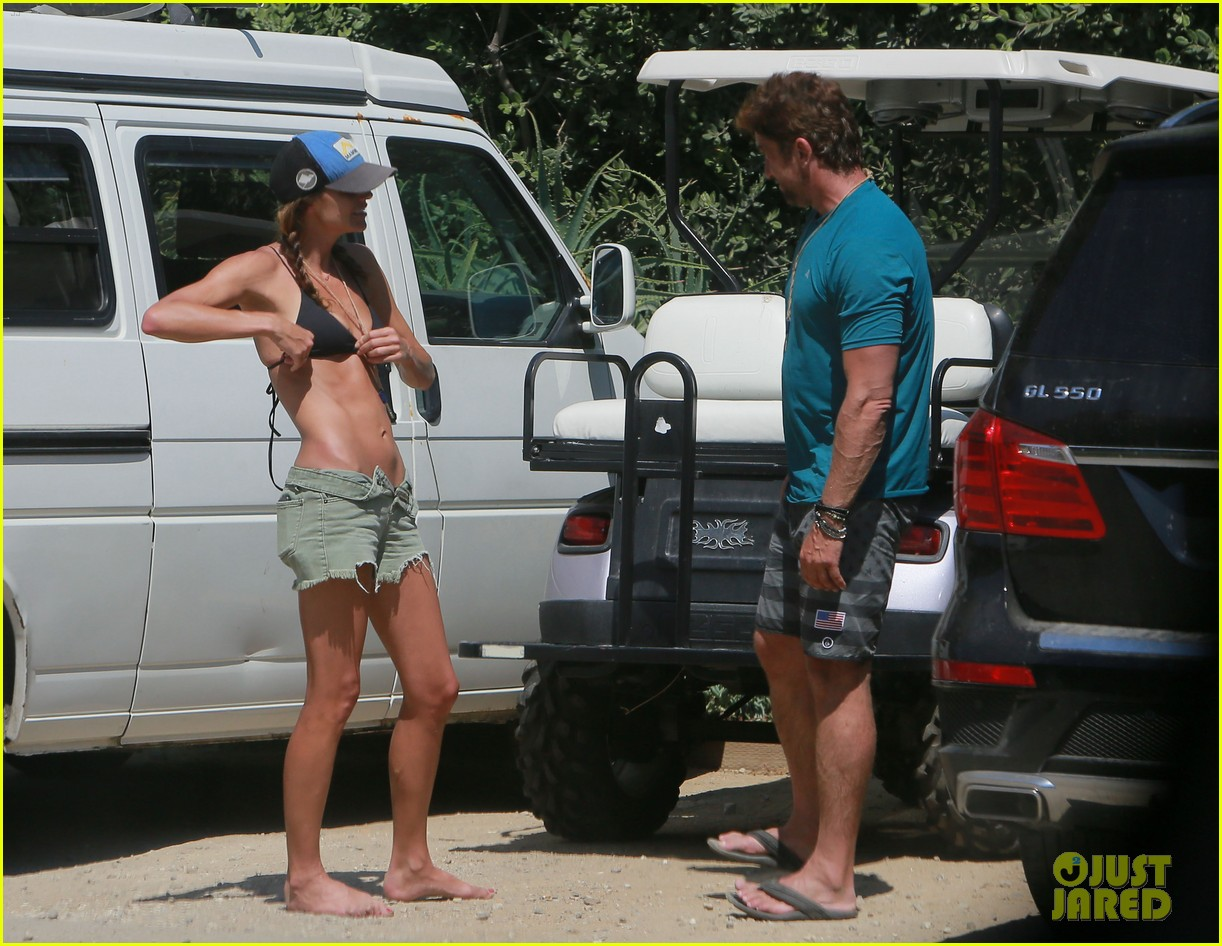 gerard butler cant keep his hands off his mystery girl 51