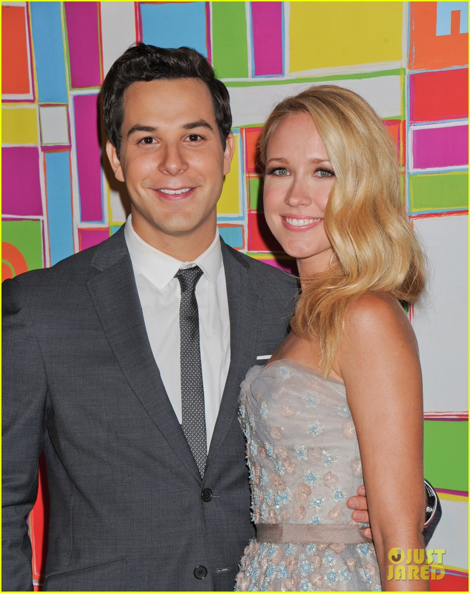 anna camp skylar astin are picture perfect duo at hbos emmys 043184043