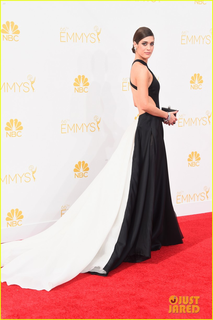 lizzy caplan emmys red carpet 05