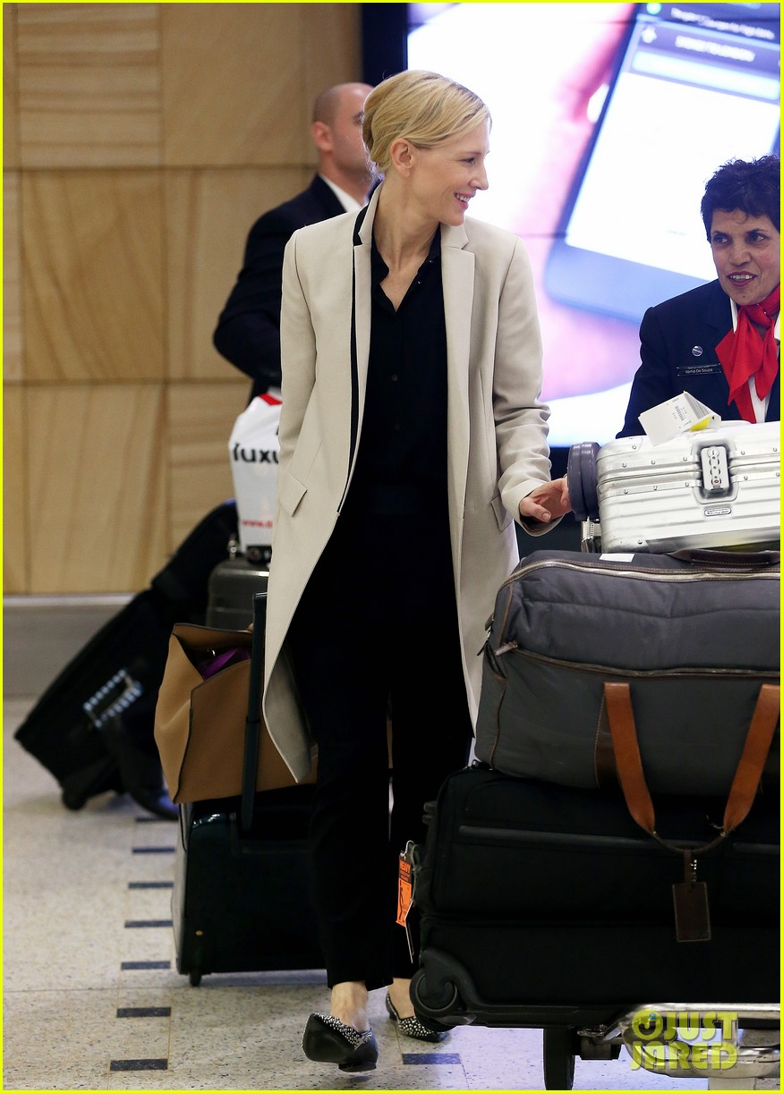 cate blanchett lands in australia after jungle book casting news 063184189