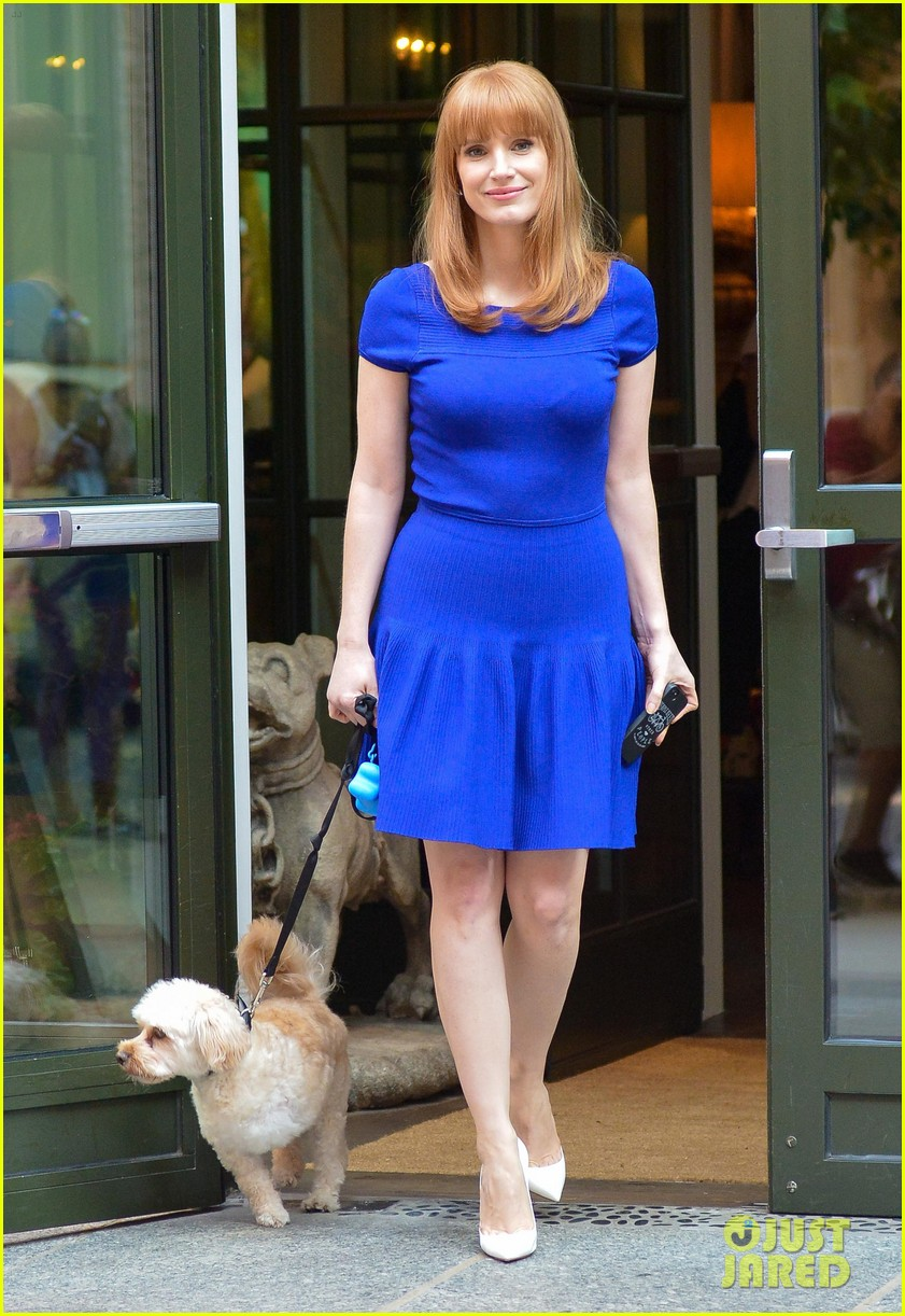 jessica chastain uses the paparazzi to spread a message 013185084
