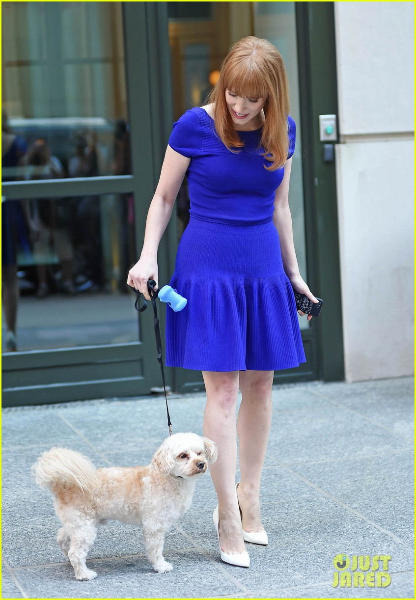 jessica chastain uses the paparazzi to spread a message 163185099
