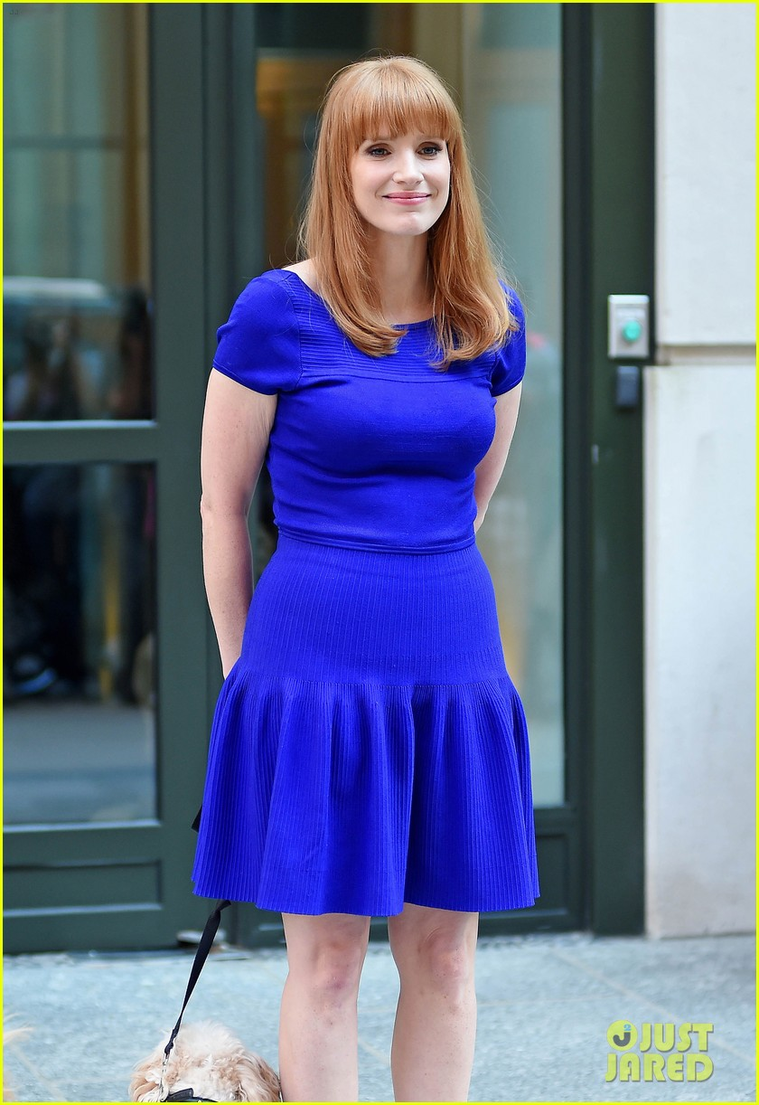 jessica chastain uses the paparazzi to spread a message 18
