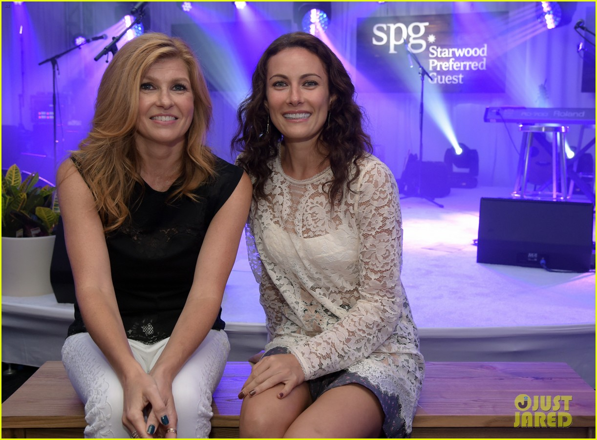 connie britton laura benanti kellie pickler concert 06