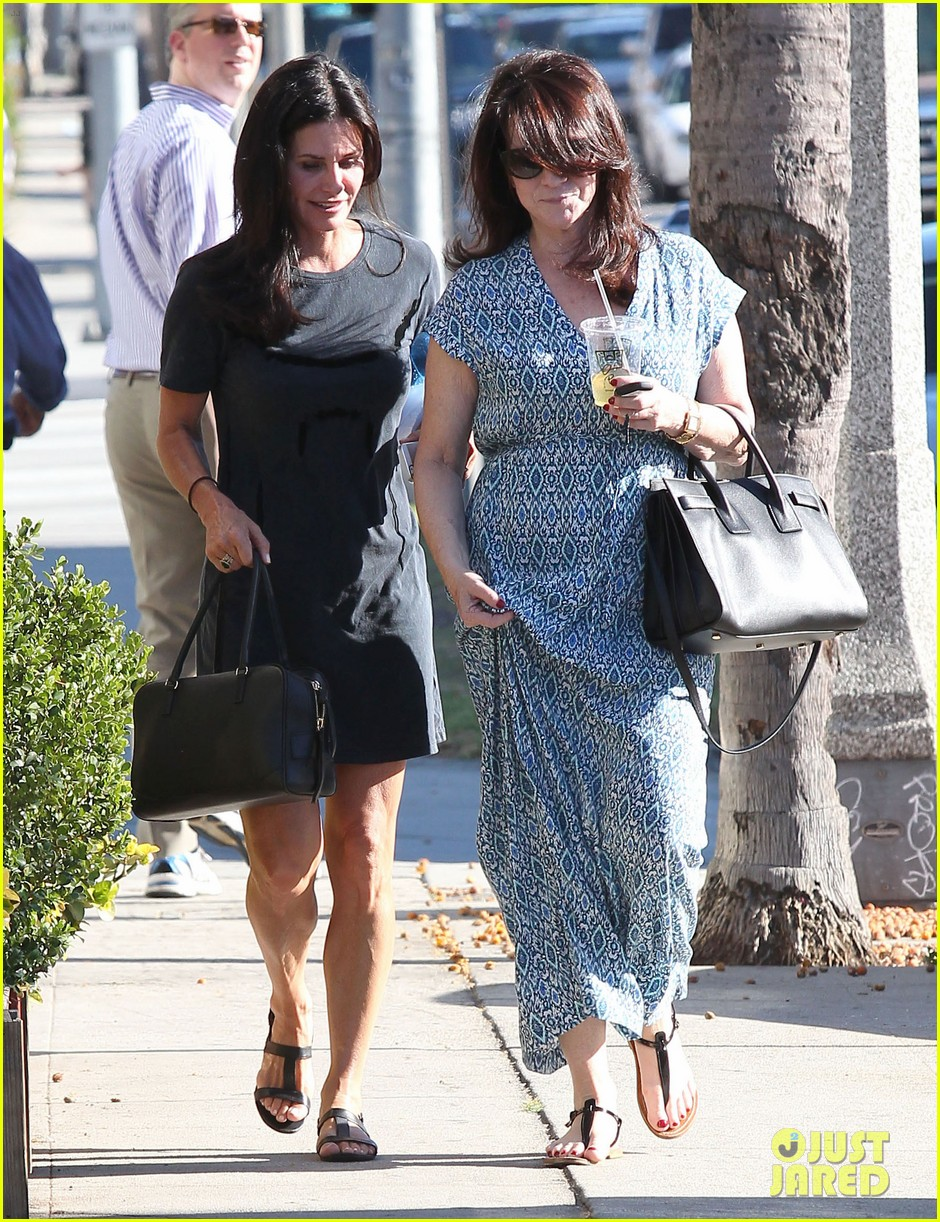 courteney cox steps out after friends ladies reunite 07