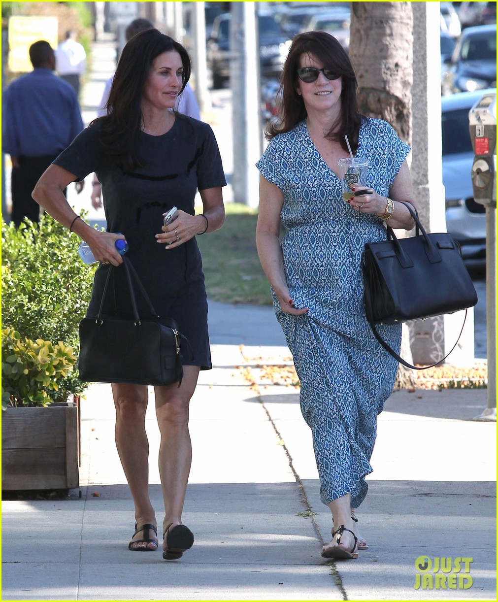 courteney cox steps out after friends ladies reunite 083185799