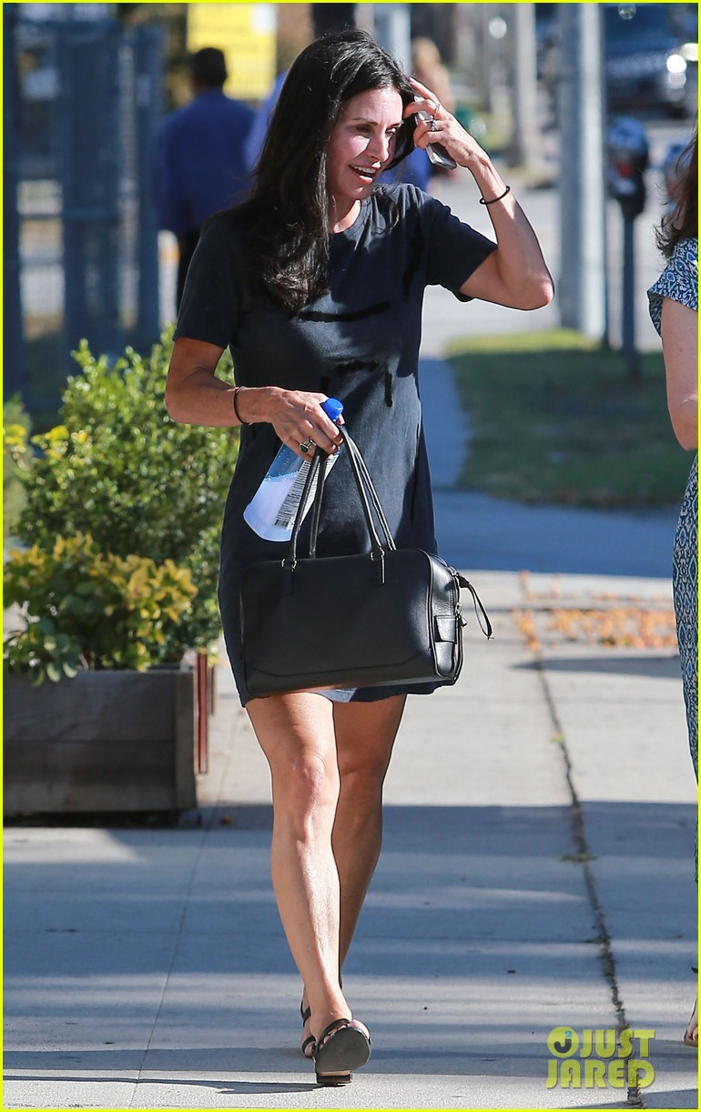 courteney cox steps out after friends ladies reunite 18