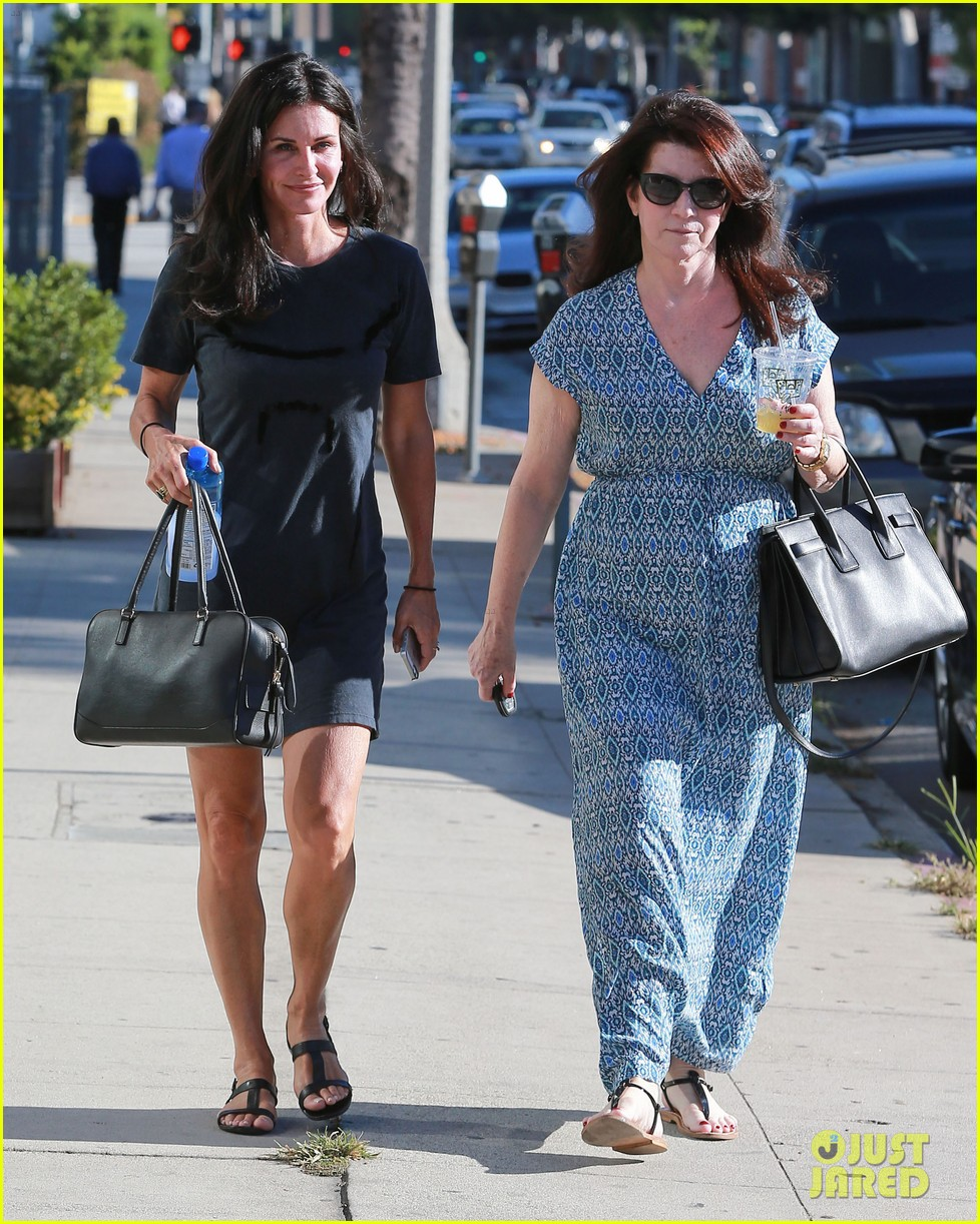 courteney cox steps out after friends ladies reunite 193185810