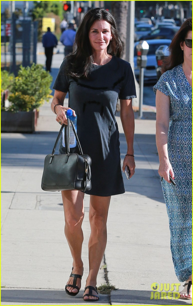 courteney cox steps out after friends ladies reunite 203185811