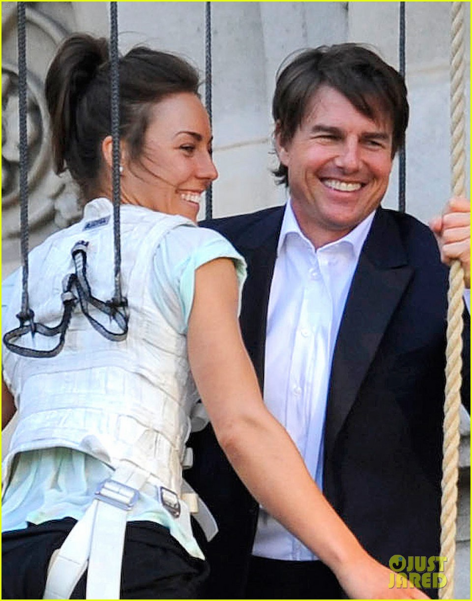 tom cruise hangs in the air with rebecca ferguson 02