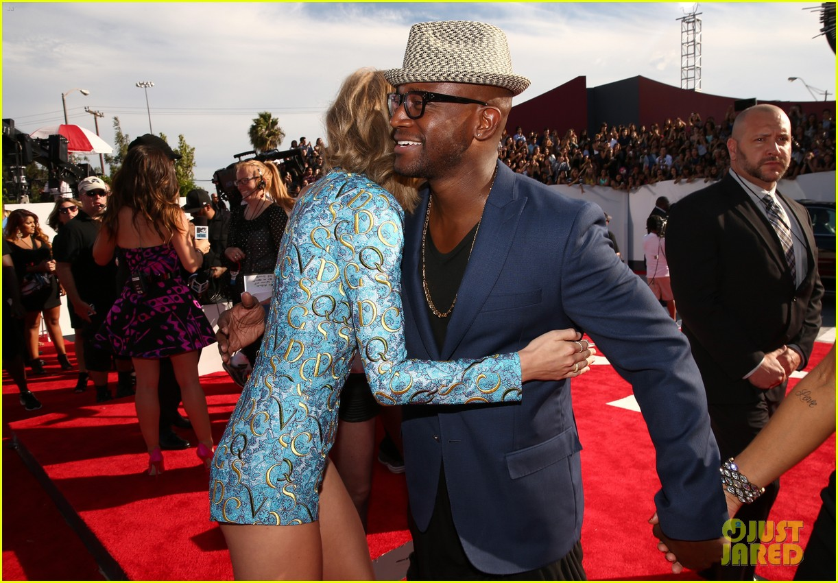 taye diggs attends vmas with girlfriend amanza smith brown 023182737