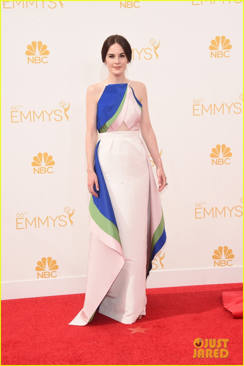 michelle dockery emmys 2014 red carpet 023183431