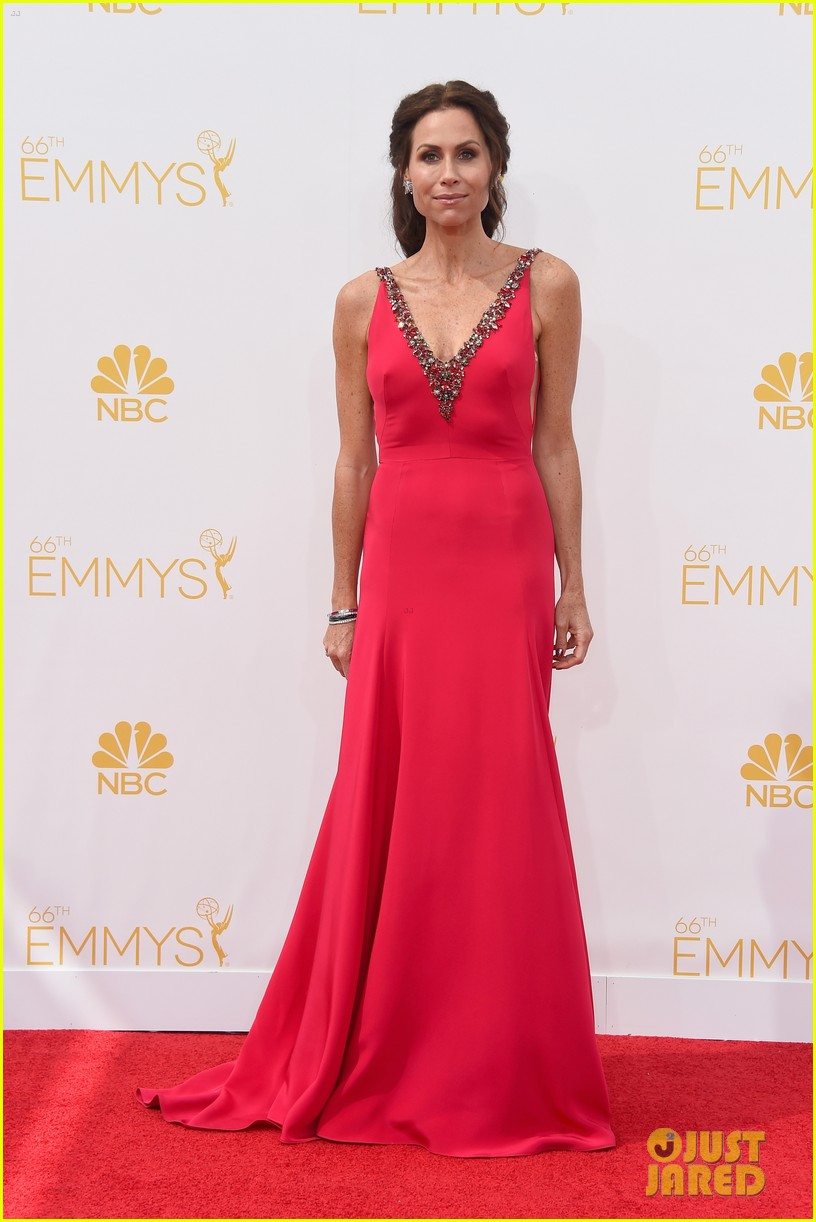 minnie driver debra messing emmys 2014 053183314