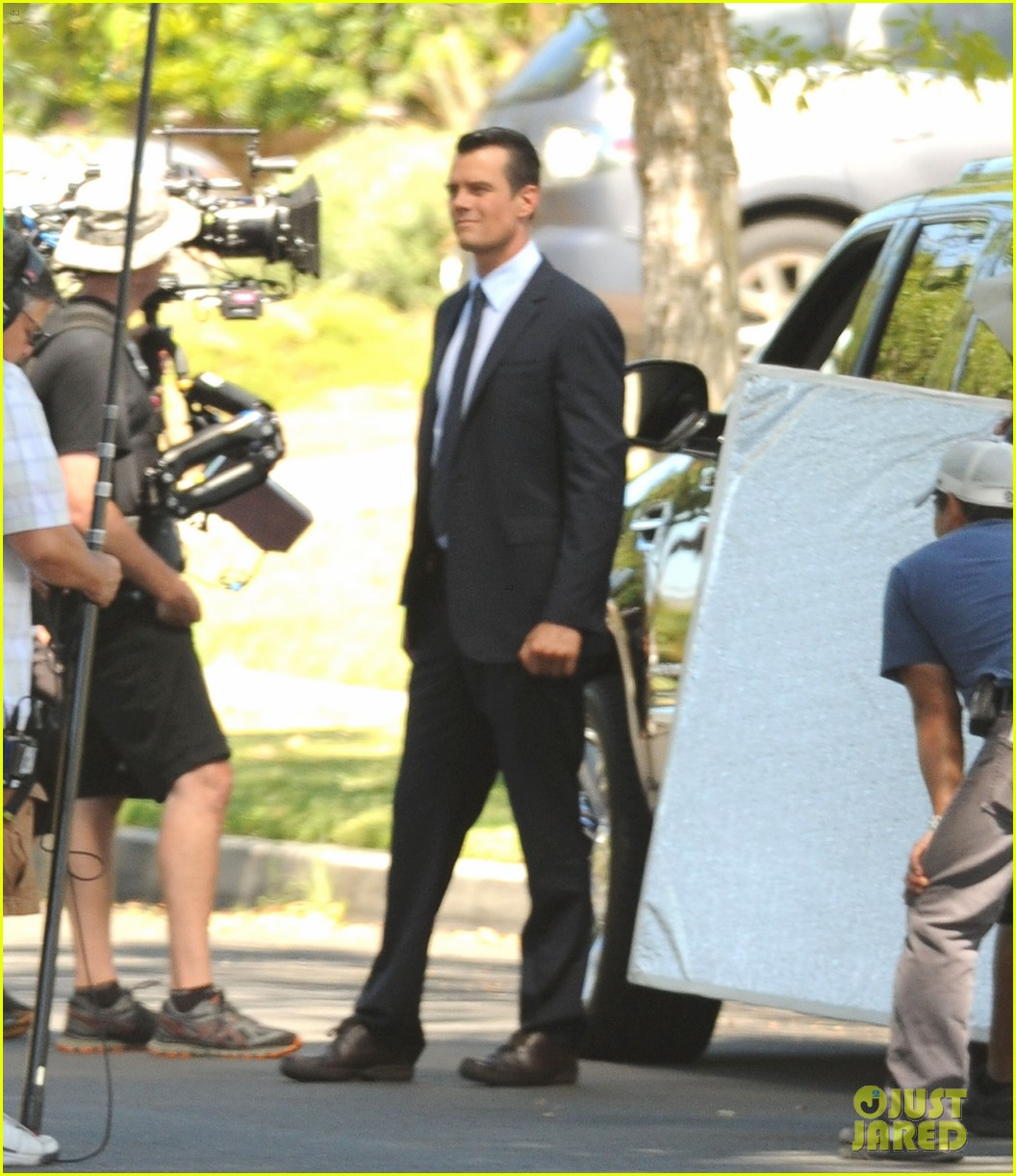josh duhamel gets soaked for the als ice bucket challenge on battle creek set 093186004