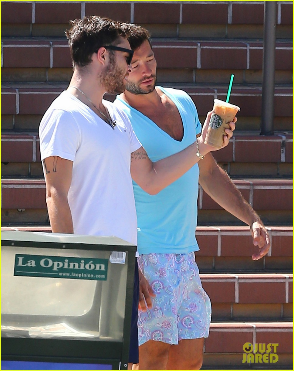 ed westwick starbucks iced coffee 153185123