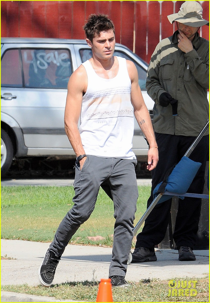 zac efron steps out after split from michelle rodriguez 073179758
