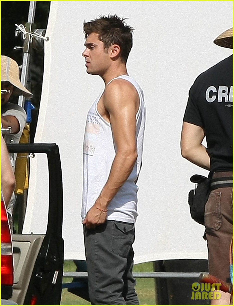 zac efron steps out after split from michelle rodriguez 153179766