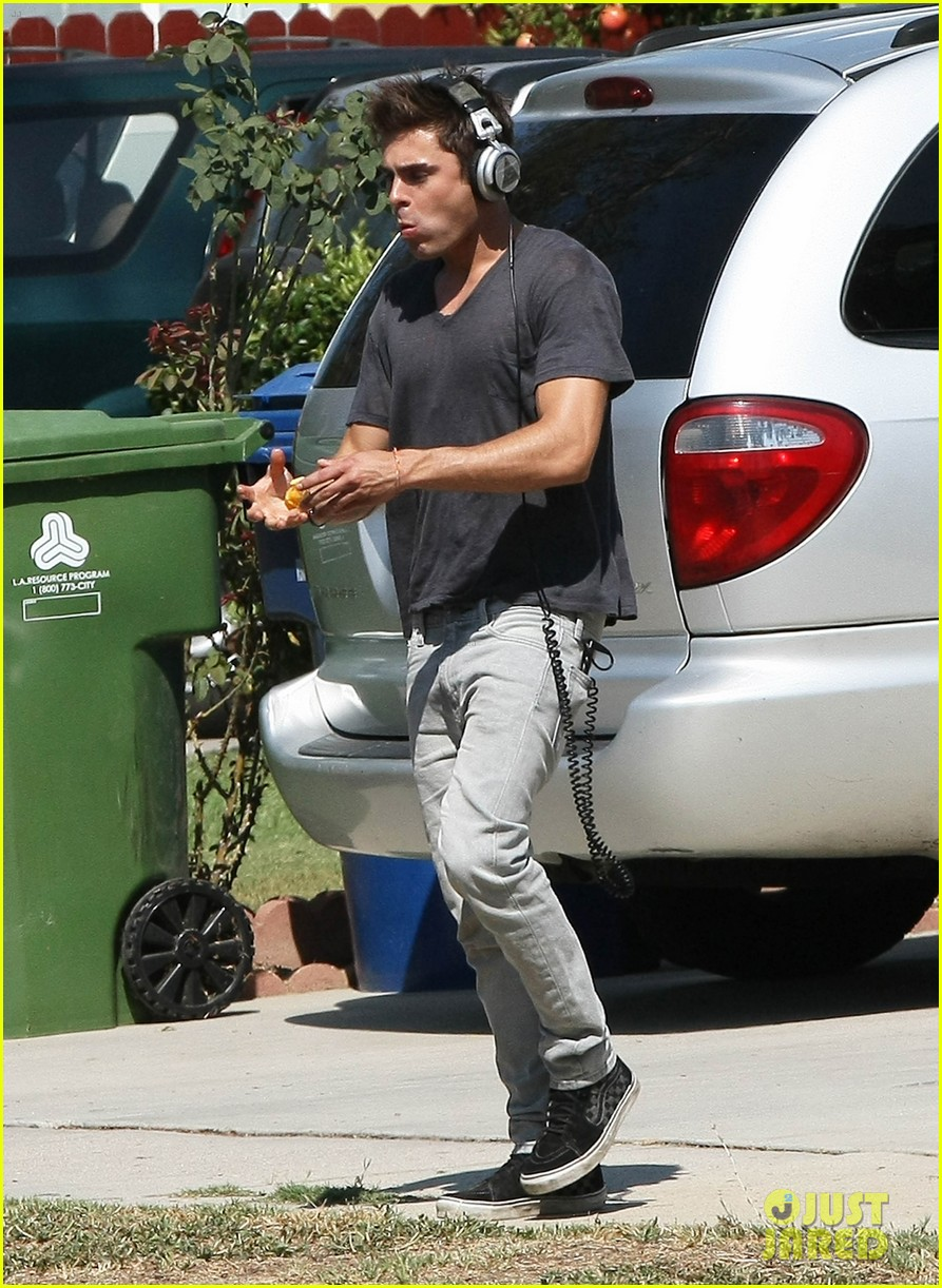 zac efron steps out after split from michelle rodriguez 19