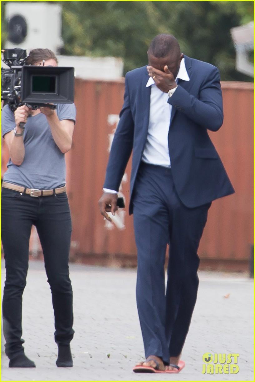 Idris Elba laughs off pants bulge photos - NY Daily News