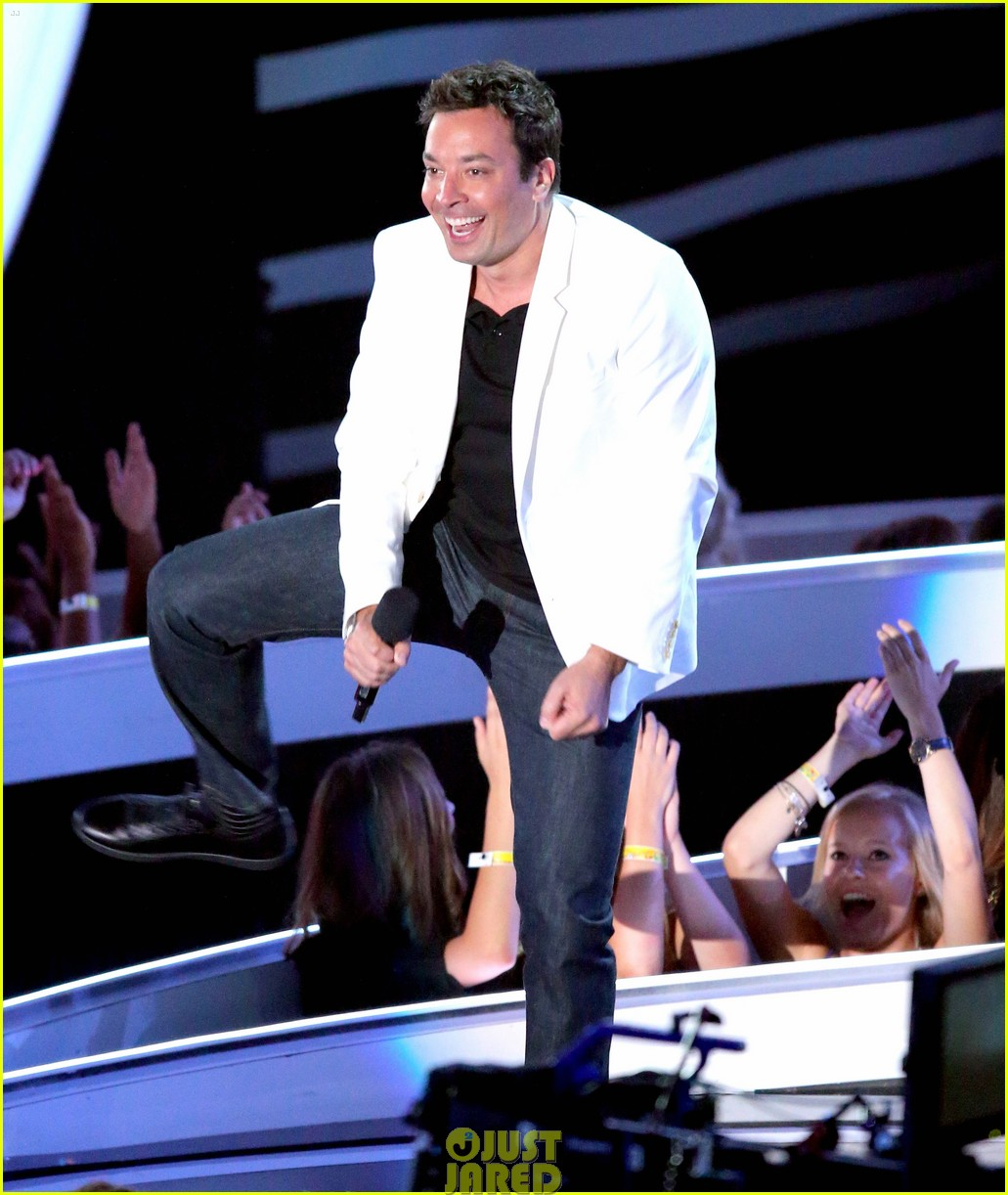 jimmy fallon presents miley cyrus award mtv vmas 063182670