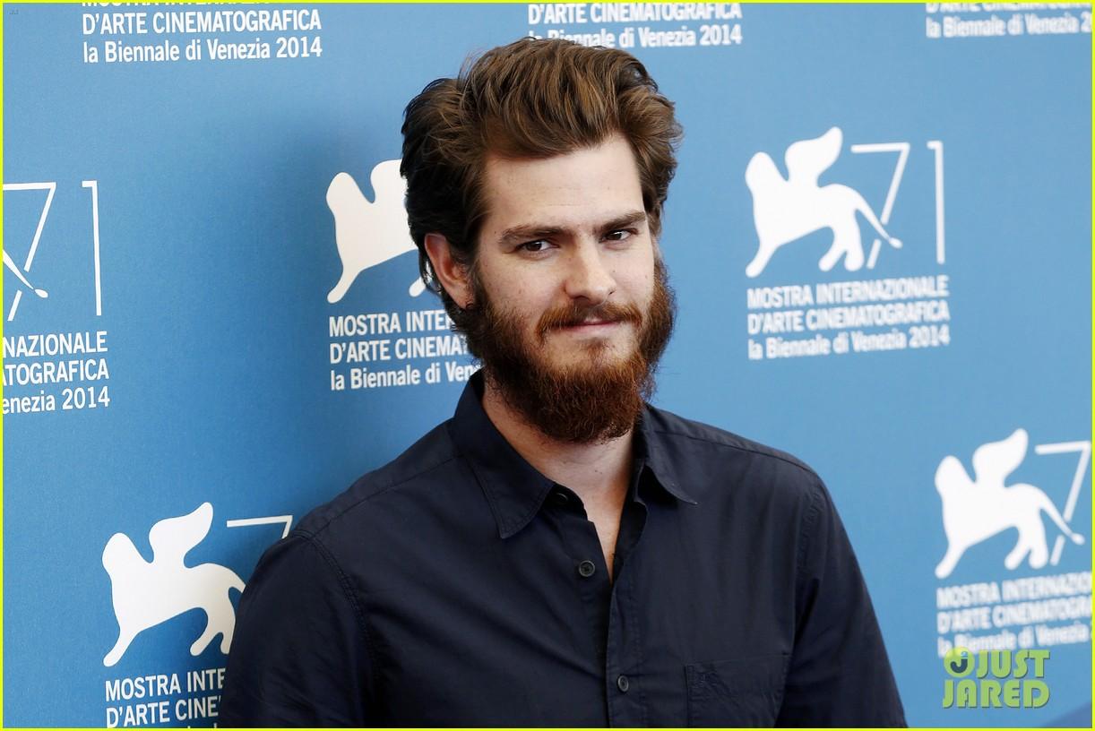 andrew garfield does press with his big bushy beard 06