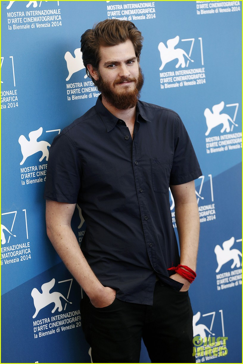 andrew garfield does press with his big bushy beard 093186061
