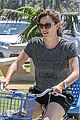 jennifer garner works legs during bike ride 04