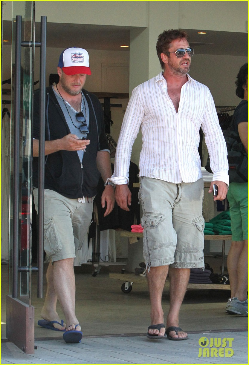 gerard butler chest hair shopping malibu 053177923