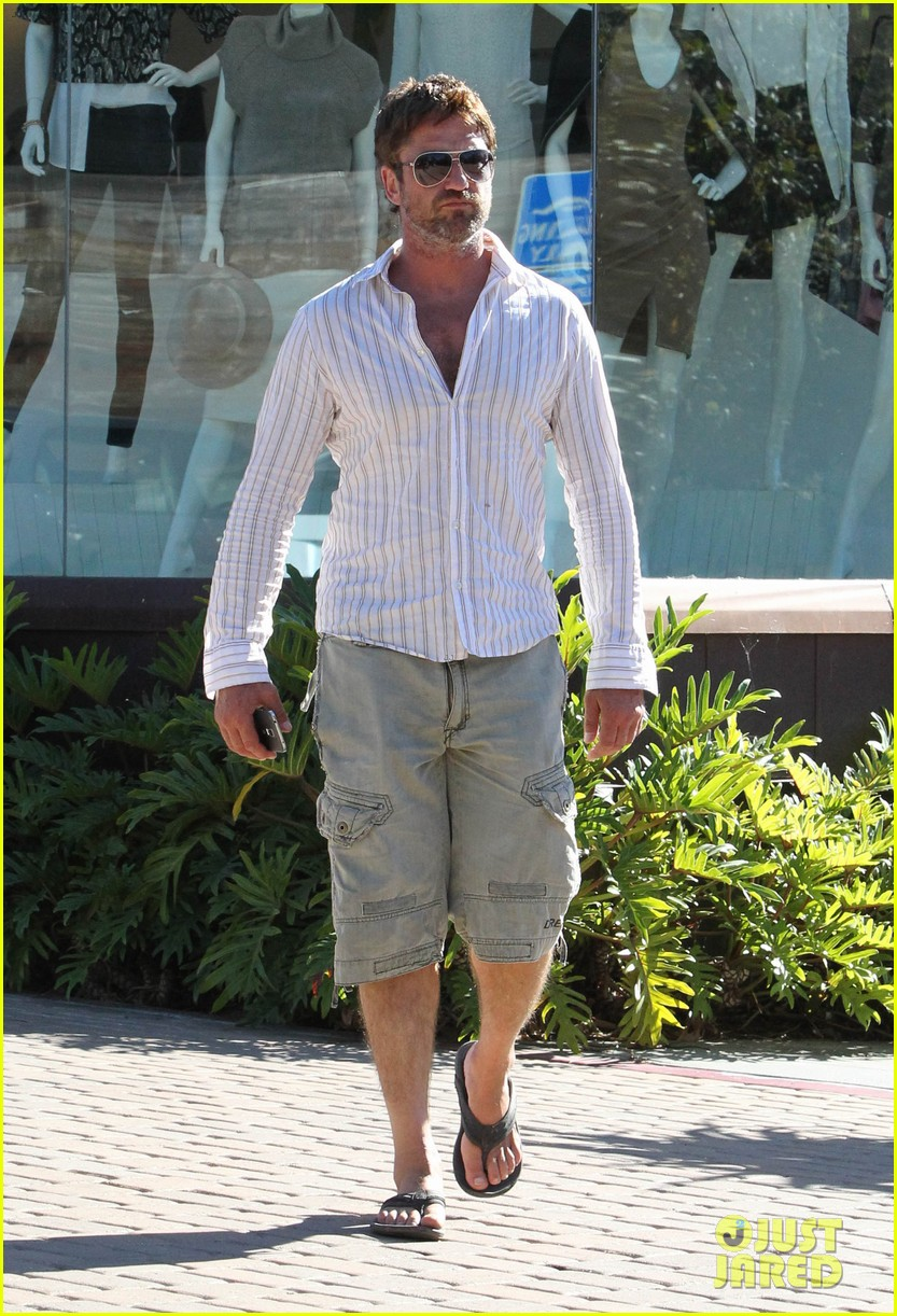 gerard butler chest hair shopping malibu 10