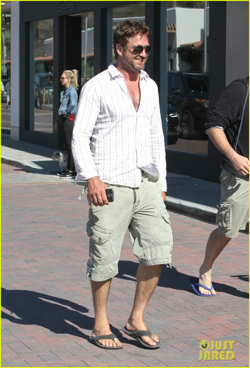 gerard butler chest hair shopping malibu 11