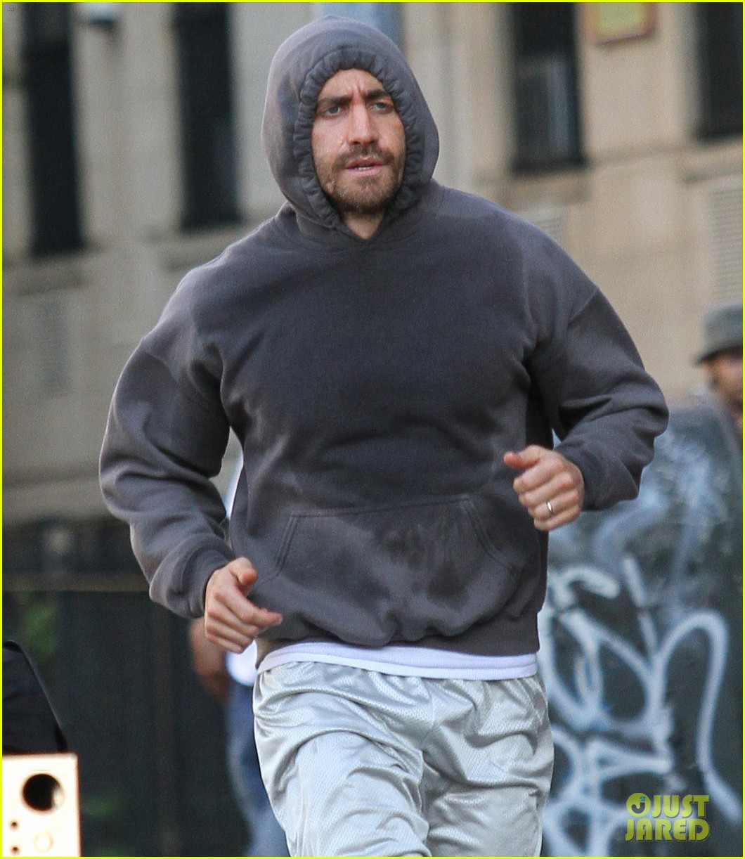 jake gyllenhaal looks great even with facial injuries for southpaw 09