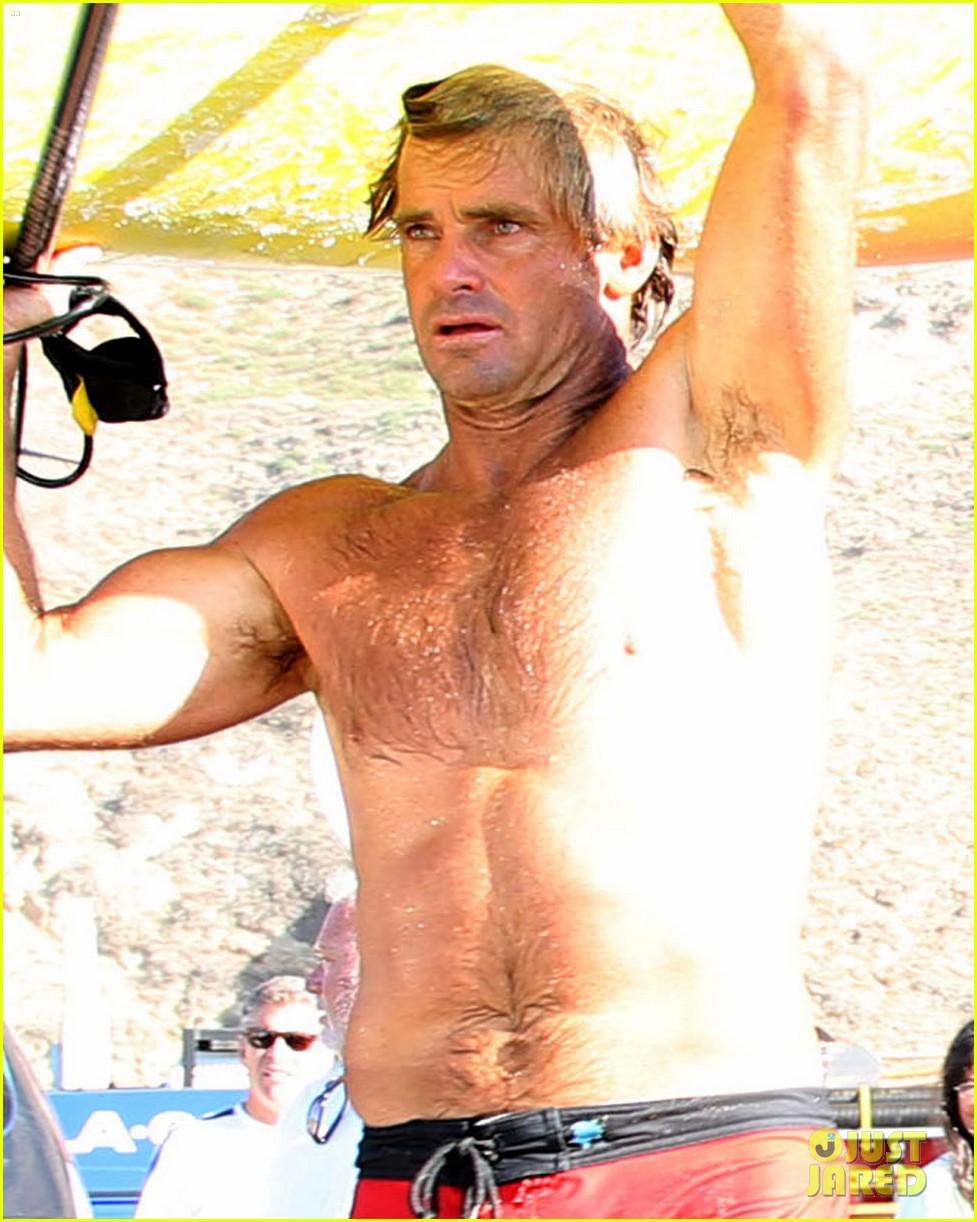 laird hamilton rescues surfer 023185059